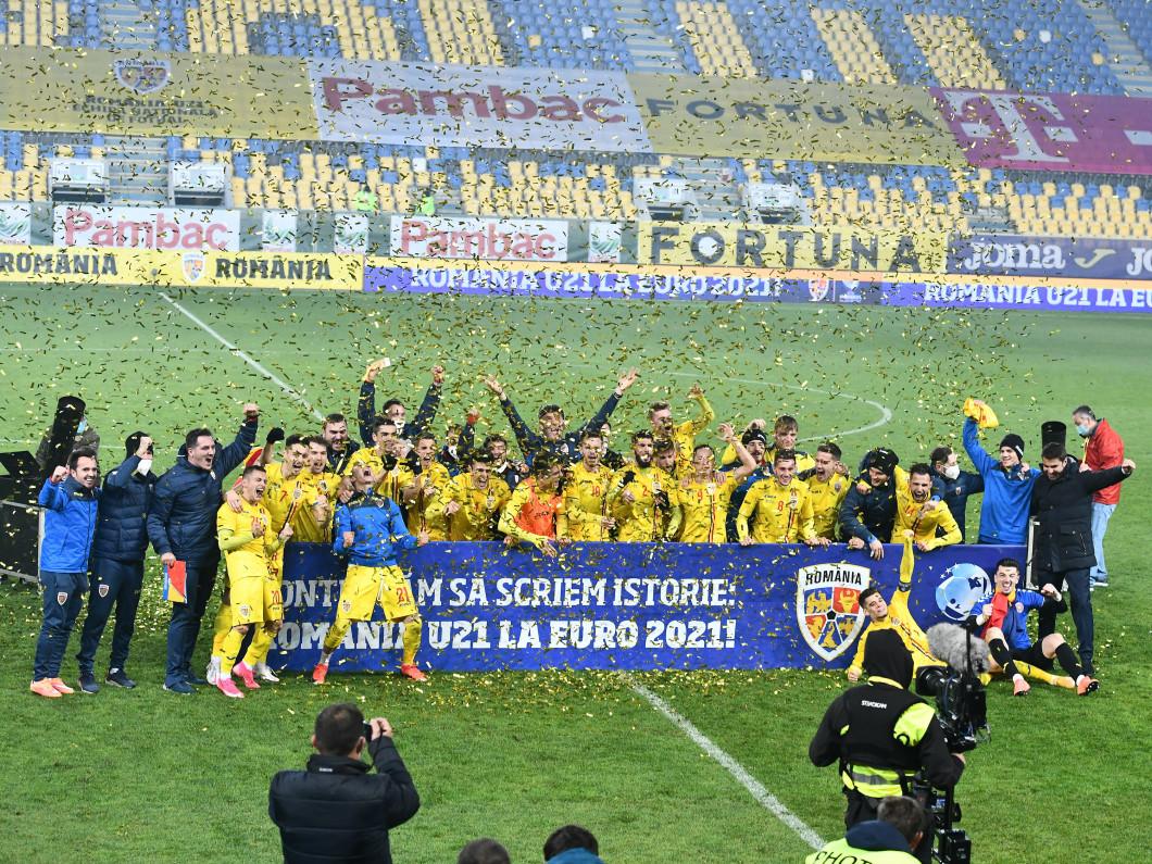 Bucuria jucătorilor României U21, după obținerea calificării la Euro / Foto: Sport Pictures