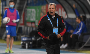 Mircea Rednic, în perioada în care antrena la Poli Iași / Foto: Sport Pictures