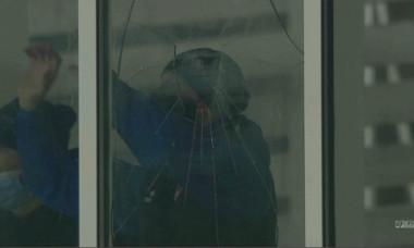 Marius Croitoru a spart un geam în timpul meciului Botoșani - Craiova / Foto: Captură Digi Sport