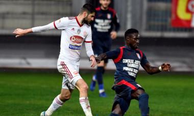 Florin Ștefan și Franck Yameogo, într-un meci Sepsi - Chindia / Foto: Sport Pictures