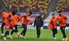 Thomas Neubert, alături de fotbaliștii de la FCSB, înaintea meciului cu FC Botoșani / Foto: Sport Pictures