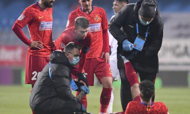 Dennis Man, după accidentarea suferită în Gaz Metan Mediaș - FCSB / Foto: Sport Pictures