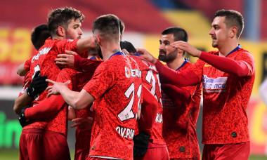 Fotbaliștii de la FCSB, după victoria de la Mediaș / Foto: Sport Pictures
