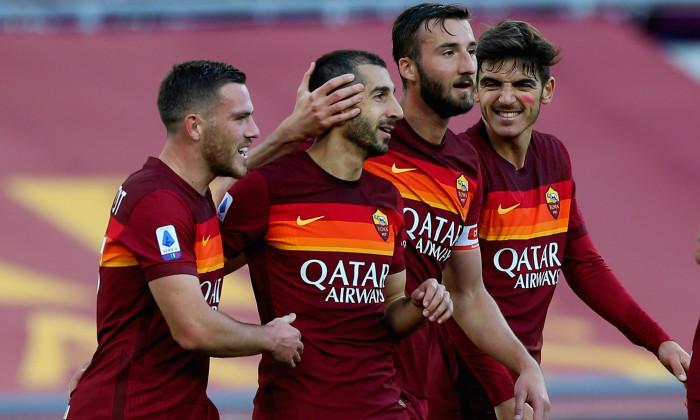 Fotbaliștii Romei, într-un meci cu Parma / Foto: Getty Images