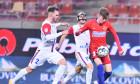 Denis Haruț, în duel cu Octavian Popescu în timpul meciului FCSB - FC Botoșani / Foto: Sport Pictures