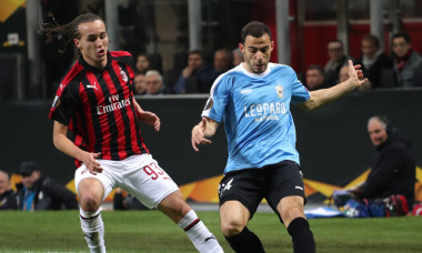 Clement Couturier, în duel cu Diego Laxalt, într-un meci AC Milan - Dudelange din grupele Europa League / Foto: Getty Images