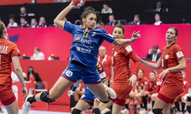 Lorena Ostase, pivotul naționalei de handbal feminin a României / Foto: Sport Pictures