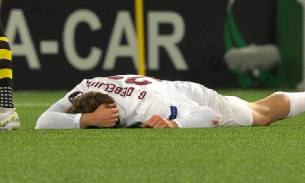 Gabriel Debeljuh, pe gazon după o lovitură încasată în meciul Young Boys Berna - CFR Cluj / Foto: Captură Digi Sport