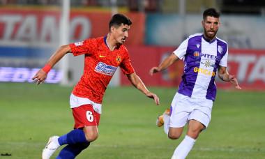 Marius Briceag, în tricoul FCSB-ului într-un meci cu FC Argeș / Foto: Sport Pictures