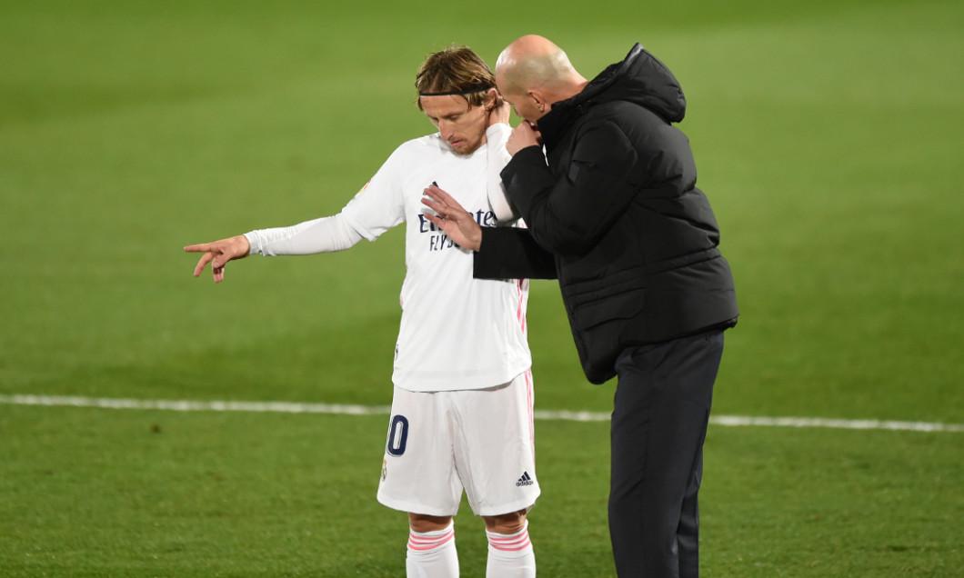 Zinedine Zidane și Luka Modric, în timpul meciului Real Madrid - Atletic Bilbao / Foto: Getty Images