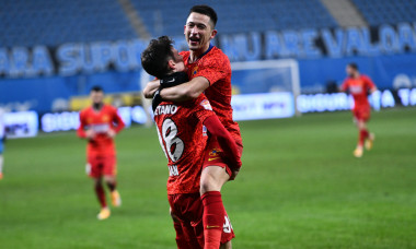 Olimpiu Moruțan și Dennis Man, în meciul cu Universitatea Craiova / Foto: Sport Pictures