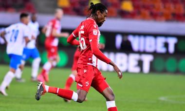 Abdoulaye Ba, în tricoul lui Dinamo / Foto: Sport Pictures