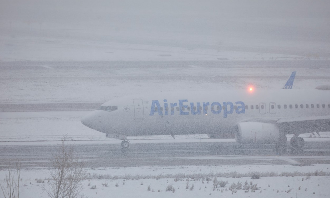 Resource images of the Adolfo Suárez Madrid Barajas airport, snowy