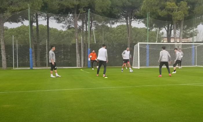 Fotbaliștii de la FCSB, în timpul unui antrenament din Antalya / Foto: Captură Youtube@fcsbtv