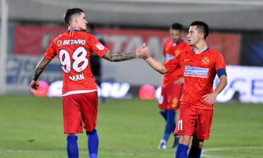 Dennis Man și Olimpiu Moruțan, în meciul FCSB - FC Argeș / Foto: Sport Pictures