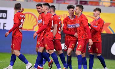 Risto Radunovic, alături de coechiperi în FCSB - Astra 3-0 / Foto: Sport Pictures