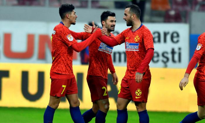 Aristidis Soiledis și Florinel Coman, într-un meci FCSB - Gaz Metan Mediaș / Foto: Sport Pictures