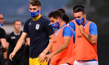 Antoni Ivanov (în centru), după meciul Universitatea Craiova - CFR Cluj 1-2 / Foto: Sport Pictures