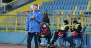 Daniel Pancu, antrenorul lui Poli Iași, în timpul meciului de la Mediaș / Foto: Sport Pictures
