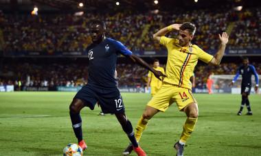 Vlad Dragomir și Jonathan Ikone, în meciul Franța - România de la Euro U21 2019 / Foto: Profimedia