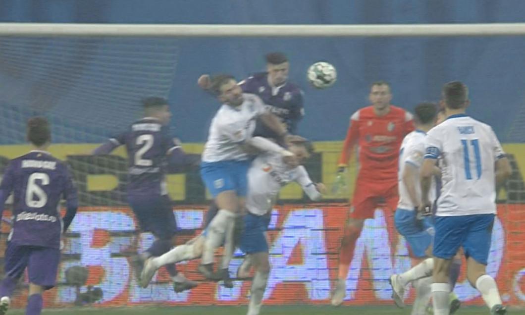 Faza la care Universitatea Craiova putea obține un penalty cu FC Argeș / Foto: Captură Digi Sport