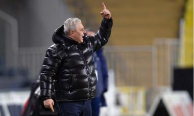 Marius Șumudică, în meciul Fenerbahce - Rizespor 1-0 / Foto: Profimedia