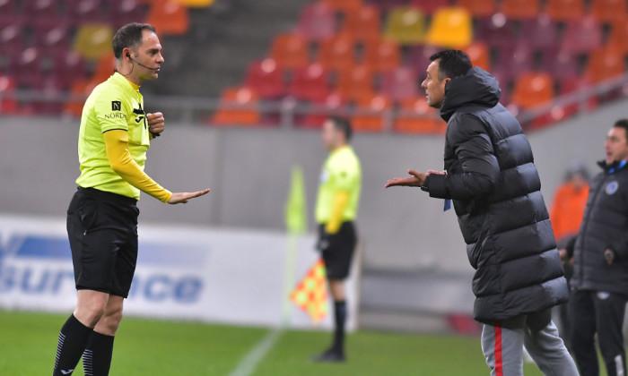 Toni Petrea și Lucian Rusandu, în meciul FCSB - Academica Clinceni / Foto: Sport Pictures