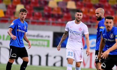 Ștefan Bodișteanu (stânga), în meciul FCSB - Viitorul / Foto: Sport Pictures
