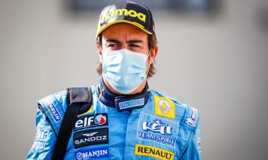Fernando Alonso au volant de sa Renault R25 of 2005 lors du Grand Prix de Formule 1 d'Abou Dabi