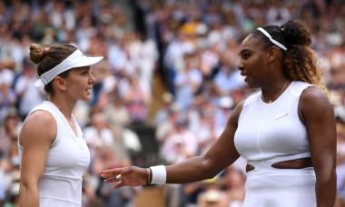 Simona Halep și Serena Williams, după ultimul meci direct, finala Wimbledon 2019 / Foto: Getty Images