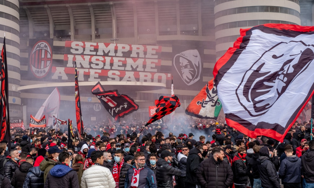 The ultra Milan fans fill the square in front of the historic south curve on the occasion of the championship derby