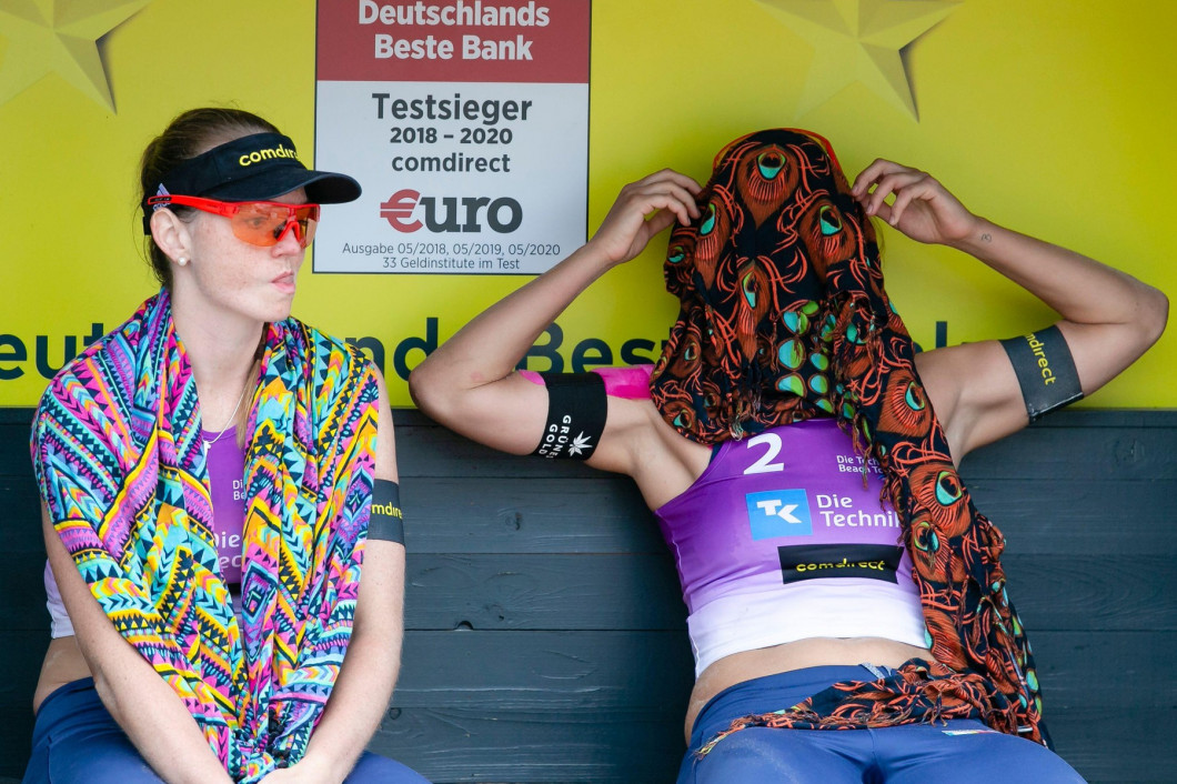 Timmendorfer Strand, Germany. 04th Sep, 2020. Julia Sude (l) and Karla Borger (both DJK TuSA 06 Dsseldorf) react disappointed at the German Beach Volleyball Championships. The duo had to give up in the quarter finals due to an injury of Karla Borger. The