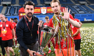 Marian Copilu, președintele CFR-ului, și Giedrius Arlauskis, după câștigarea campionatului în sezonul trecut / Foto: Sport Pictures