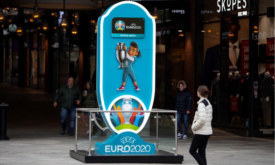 Logo-ul Euro 2020, lângă stadionul Wembley / Foto: Getty Images