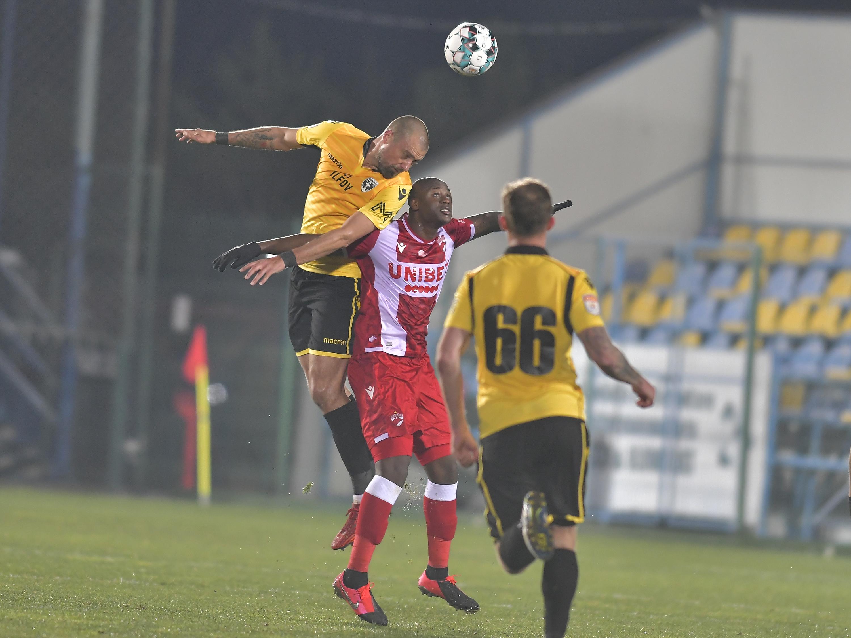 """FC Voluntari - Dinamo 1-1. """"Câinii"""" nu i-au putut învinge pe ilfoveni, chiar dacă au jucat 33 de minute cu un om în plus"""