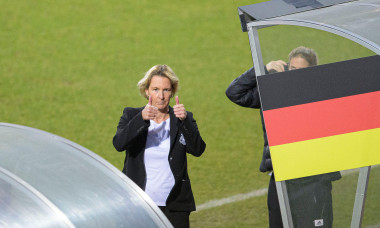Bundescoachin/coachin/coach Martina VOSS-TECKLENBURG (GER) thumbs up, gesture, gesture, soccer Laenderspiel women, mini-tournament - Three Nations. One Goal, Netherlands (NED) - Germany (GER), on February 24th, 2021 in Venlo/Netherlands. ¬ | usage worldwi