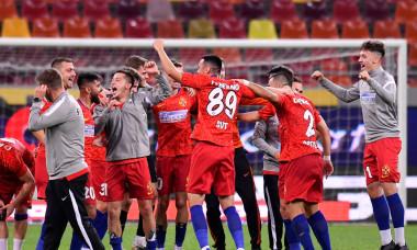 Andrei Istrate (ultimul din dreapta), alături de coechipierii de la FCSB după o victorie cu Dinamo / Foto: Sport Pictures