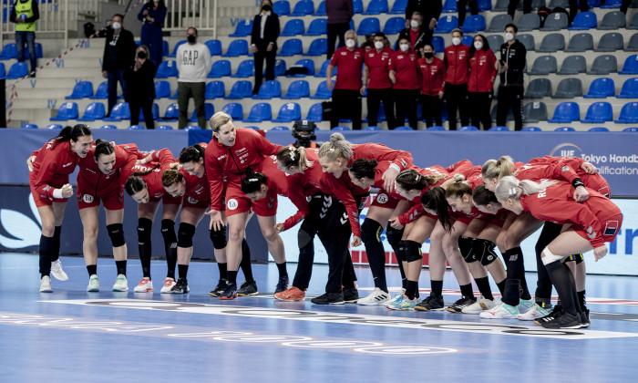 Componentele naționalei de handbal feminin, înaintea meciului cu Norvegia de la turneul preolimpic / Foto: Sport Pictures