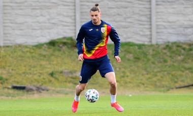Radu Drăgușin, la un antrenament cu naționala U21 / Foto: FRF.ro