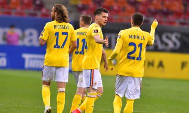 Ianis Hagi și Valentin Mihăilă, în meciul cu Macedonia de Nord / Foto: Sport Pictures