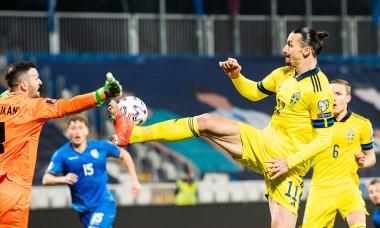 Zlatan Ibrahimovic, în meciul din Kosovo / Foto: Twitter@svenskfotboll