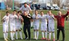 Fotbaliștii de la Rapid și Mihai Iosif, după calificarea în play-off / Foto: Sport Pictures