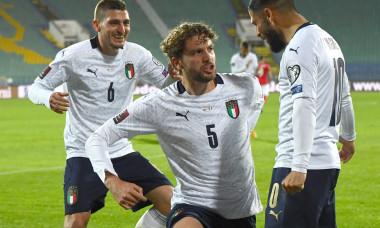 Manuel Locatelli (numărul 5), Lorenzo Insigne și Marco Verratti, în meciul Bulgaria - Italia / Foto: Getty Images