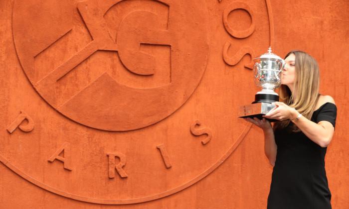2Simona Halep a cucerit trofeul de la Roland Garros în 2018 / Foto : Getty Images