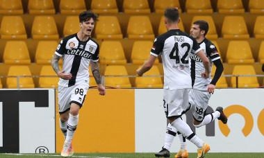 Dennis Man, după golul marcat în Benevento - Parma / Foto: Profimedia