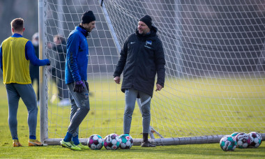 Berlin, Germany. 26th Jan, 2021. Goalkeeping coach Zsolt Petry (r) stands in goal with Rune Jarstein during the first training session of the Hertha BSC team with new coach P. Dardai. He takes over the professional team of Hertha BSC again after 2019 with