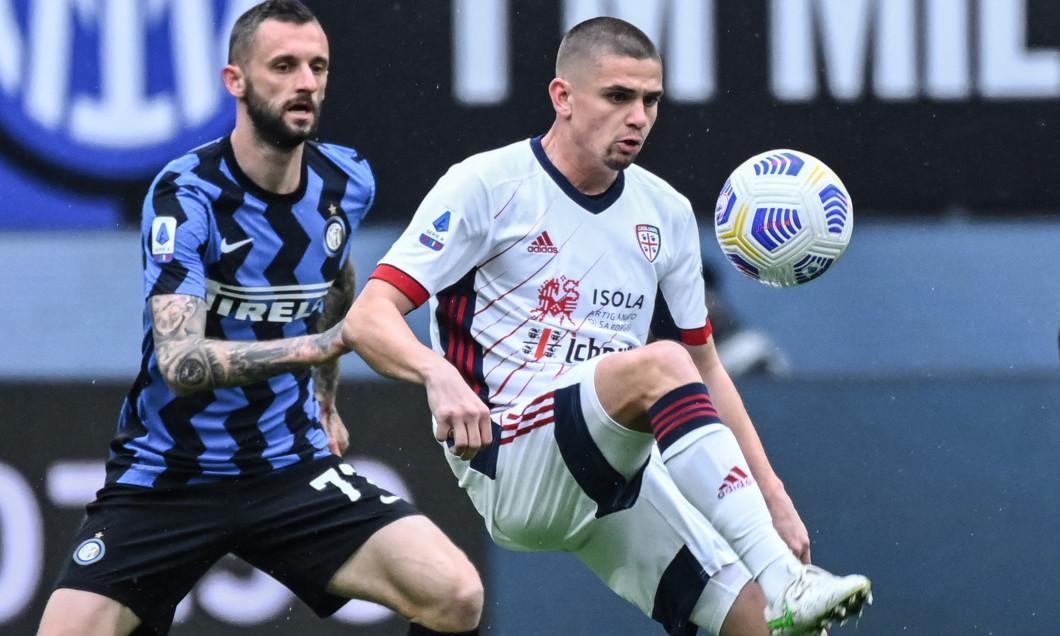 Marcelo Brozovic și Răzvan Marin, în meciul Inter - Cagliari 1-0 / Foto: Profimedia
