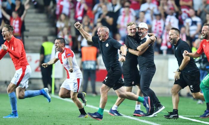 Fotbal - Liga Mistrů 2019/20 - play off - Slavia - Kluž (ve žlutém)