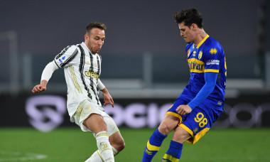 Arthur Melo și Dennis Man, în meciul Juventus - Parma / Foto: Getty Images