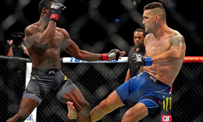 MMA: UFC 261-Hall vs Weidman
